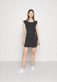 Ragwear - TAG CHEVRON - Žerzejové šaty - black - 1