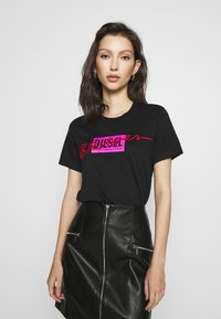 Diesel - Print T-shirt - black - 0