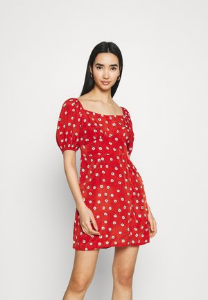 FLORAL SHIRRED BACK SKATER MINI DRESS - Kjole - red