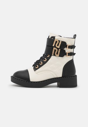 Kotníkové boty na platformě - beige