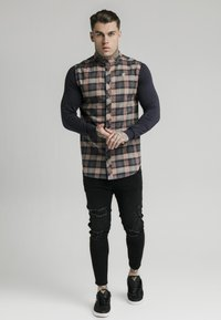SIKSILK - LONG SLEEVE CHECK GRANDAD - Shirt - navy/tan - 1