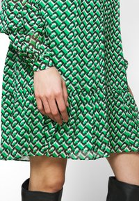 Diane von Furstenberg - HEIDI DRESS - Vapaa-ajan mekko - medium green - 5
