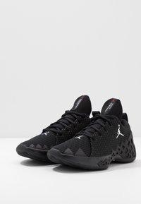 Jordan - JUMPMAN DIAMOND LOW - Basketbalové boty - black/white - 2