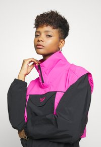 Reebok Classic - COVER UP - Windbreaker - dynamic pink - 4