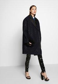 KARL LAGERFELD - SEQUIN COAT  - Classic coat - navy/black - 1