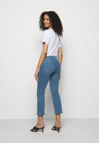 J Brand - SELENA MID RISE CROP BOOT - Jeans Skinny Fit - vivacious - 2