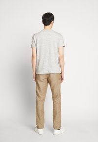 GAP - NEW SLIM PANTS - Pantalon classique - beige - 2