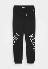 Calvin Klein Jeans - HERO LOGO - Teplákové kalhoty - black - 0
