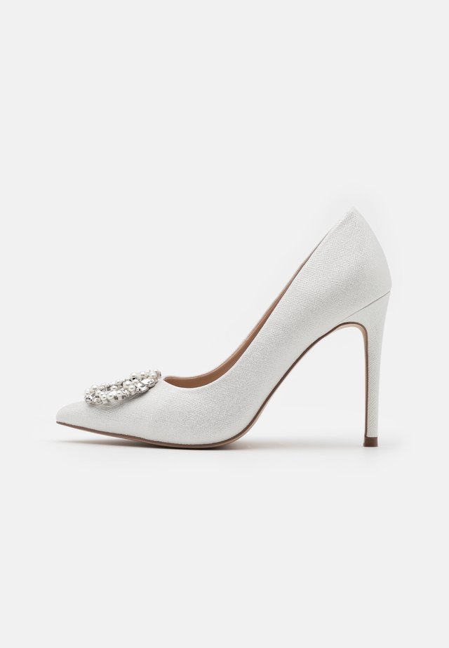 JAELYN - Zapatos altos - white