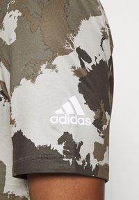 adidas Performance - AEROREADY TRAINING SHORT SLEEVE TEE - T-shirt print - feather grey - 5