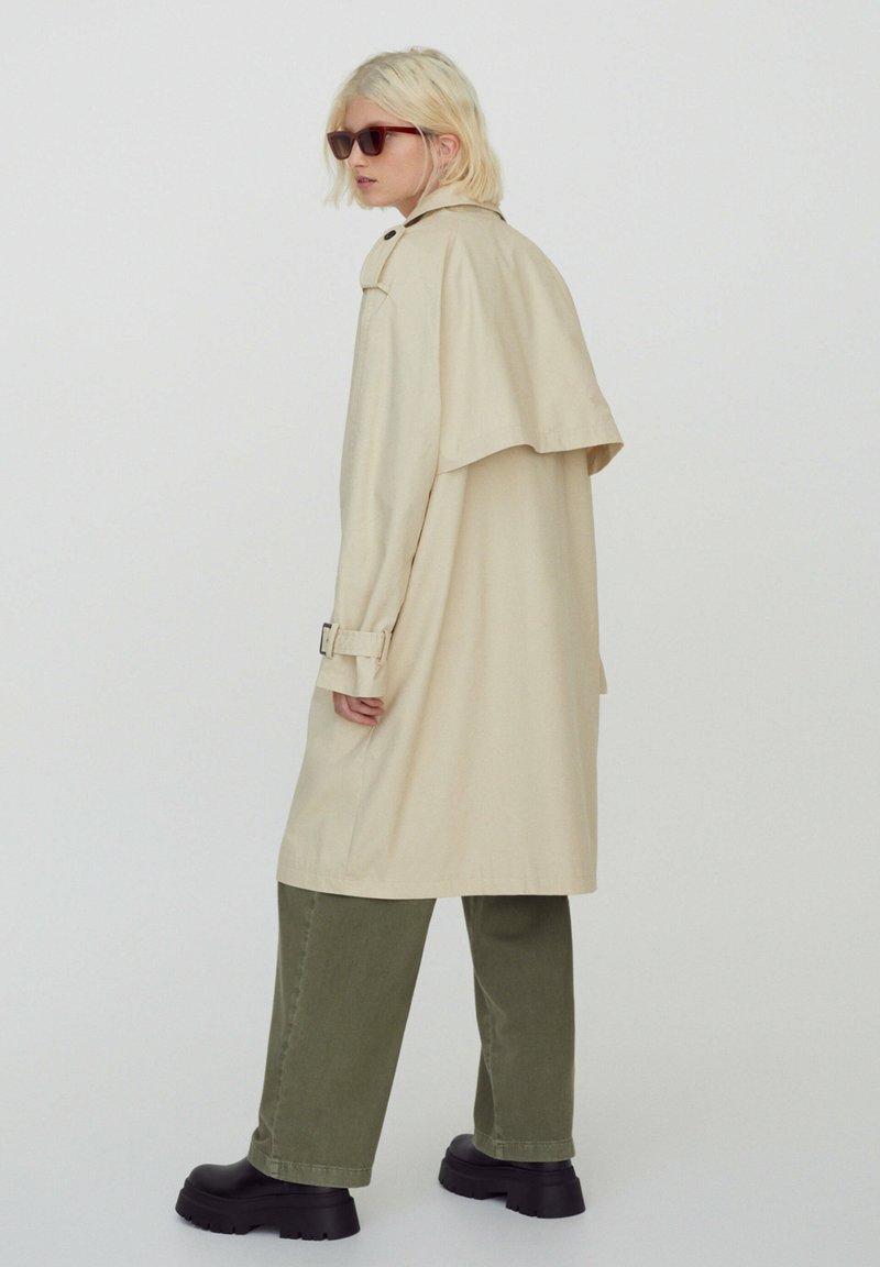 PULL&BEAR - Trenchcoat - beige