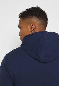 Newport Bay Sailing Club - CORE HOOD - Felpa con cappuccio - navy - 3