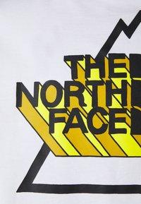 The North Face - THREEYAMA TEE  - T-shirt z nadrukiem - white - 2