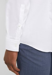 HUGO - KOEY SLIM FIT - Camicia elegante - open white - 5