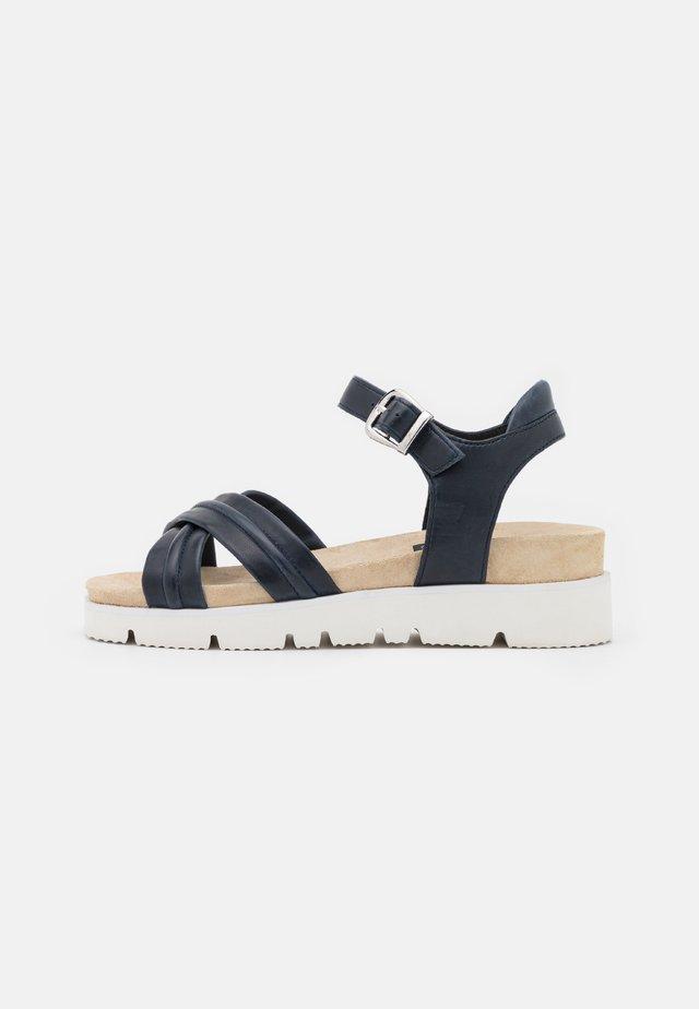 Korkeakorkoiset sandaalit - blue