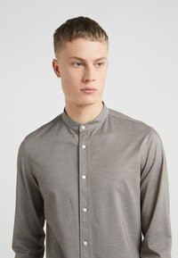 DRYKORN - TAROK - Shirt - grey - 4