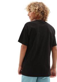 Vans - BY PRINT BOX  - T-shirt med print - black/tie dye skull - 1