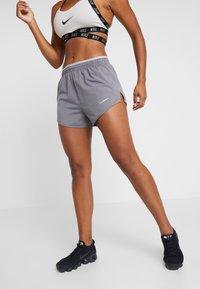 Nike Performance - TEMPO SHORT  - Pantalón corto de deporte - gunsmoke/atmosphere grey/silver - 0