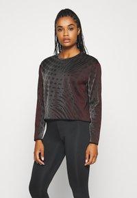 Nike Performance - RUN DIVISION HOLOKNIT  - Camiseta de deporte - black/team red - 0