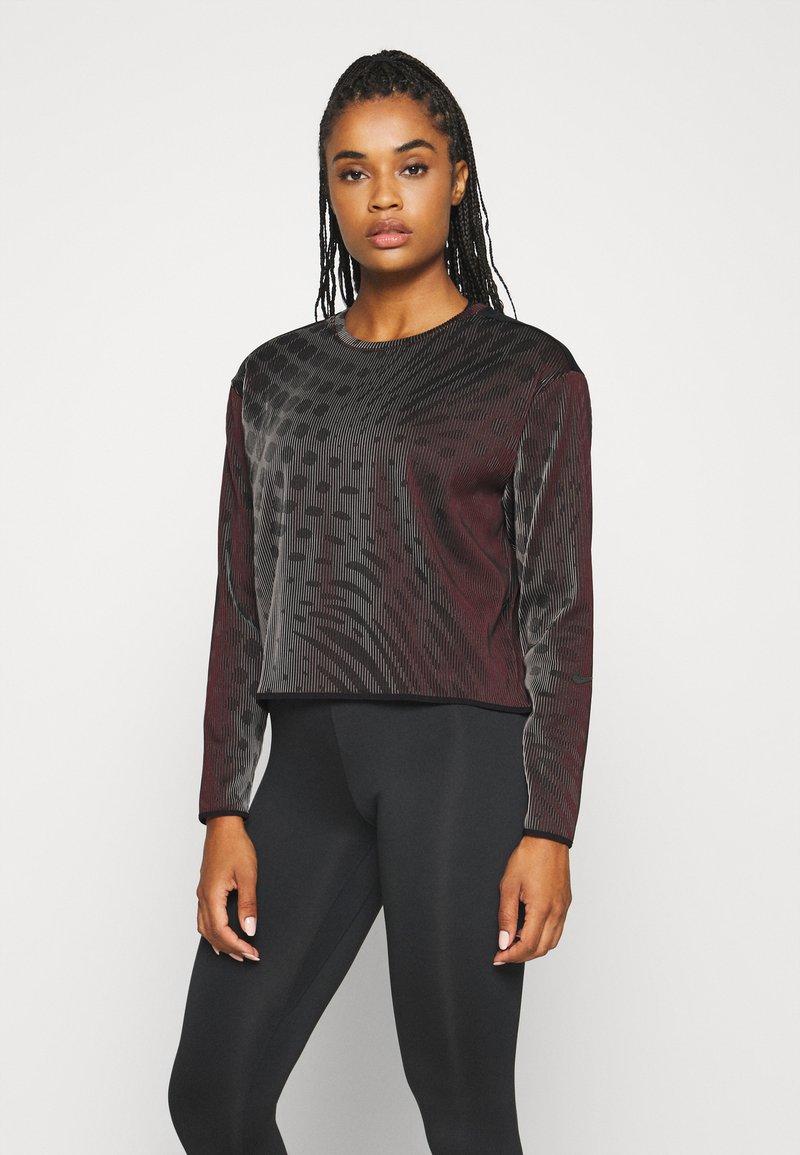 Nike Performance - RUN DIVISION HOLOKNIT  - Camiseta de deporte - black/team red