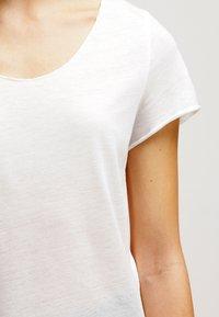 Vero Moda - VMLUA  - T-shirt basique - snow white - 4