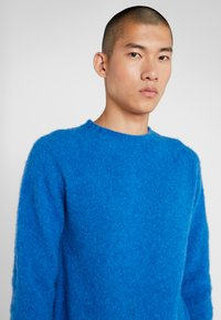 YMC You Must Create - SUEDEHEAD CREW - Maglione - blue - 5