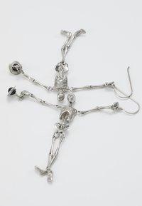 Vivienne Westwood - SKELETON EARRINGS - Earrings - palladium - 5