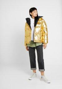Sixth June - OVERSIZE SHINNY PUFFER JACKET - Winter jacket - gold - 1