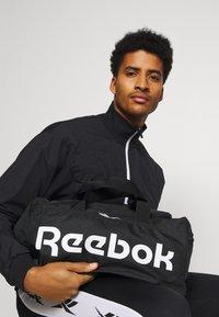 Reebok - ACT CORE GRIP UNISEX - Sportväska - black/white - 0