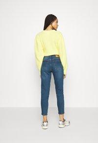 Vero Moda - VMJOANA  MOM ANK - Jeans Tapered Fit - medium blue denim - 2