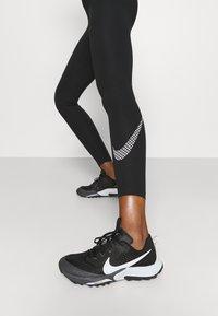Nike Performance - ONE - Collant - black/white - 4