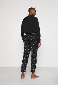Hollister Co. - LOUNGE BOTTOM JOGGERS - Pyjama bottoms - black - 2