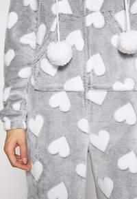 Loungeable - HEART LUXURY HOODED ONESIE - Pyjama - grey - 5