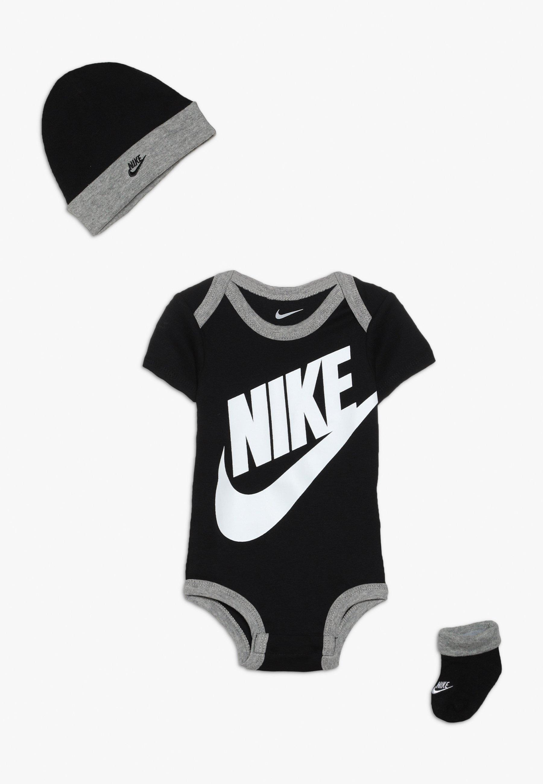 Kids FUTURA LOGO HAT BOOTIE BABY SET - Body