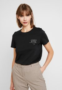 Vero Moda - VMAIDA OLLY BOX - T-shirt imprimé - black/heart front print - 0