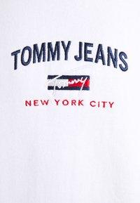 Tommy Jeans - TIMELESS CREW UNISEX - Collegepaita - white - 5
