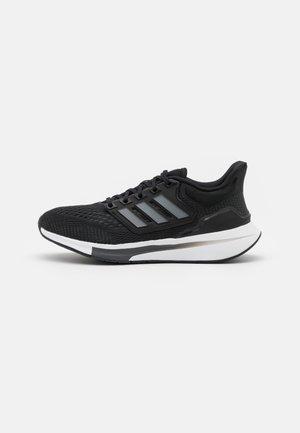 EQ21 RUN - Neutrální běžecké boty - core black/iron metallic/carbon