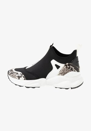 WILLOW SLIP ON - Sneakers laag - black/optic white