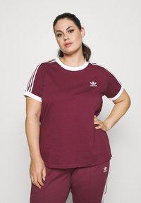 adidas Originals - 3 STRIPES TEE - T-shirt print - victory crimson - 0