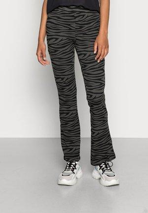 ONLSANDRA LIFE FLARED PANT BOX - Pantalon de survêtement - black