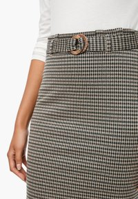 Q/S designed by - MET RIEM - Pencil skirt - dusty brown check - 3