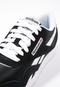 Reebok Classic - CLASSIC LEATHER NYLON BREATHABLE UPPER SHOES - Sneaker low - black/white - 5
