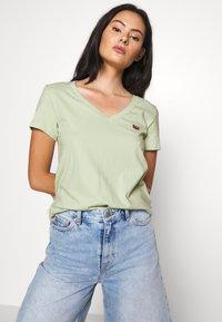 Levi's® - PERFECT VNECK - T-shirts - greens - 3