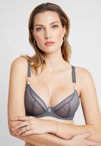 Curvy Kate - LIFESTYLE PLUNGE BRA - Underwired bra - slate/blush - 3