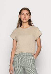Moss Copenhagen - ALVA SEASONAL TEE - Basic T-shirt - white pepper - 0