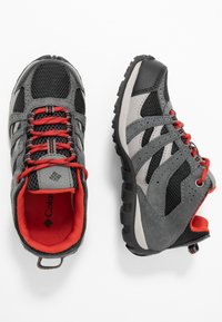 Columbia - YOUTH REDMOND WATERPROOF - Hiking shoes - black - 0