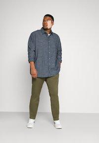 Jack & Jones - CLASSIC - Overhemd - navy blazer - 1