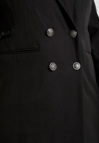 CAPSULE by Simply Be - DOUBLE BREAST SMART MILITARY COAT WITH SIDE BUCKLES - Classic coat - black - 5
