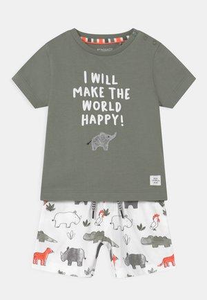 SET - Print T-shirt - khaki/multi-coloured