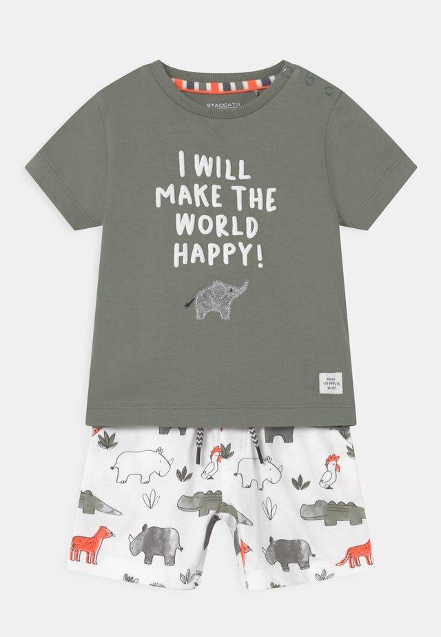SET - T-shirt print - khaki/multi-coloured